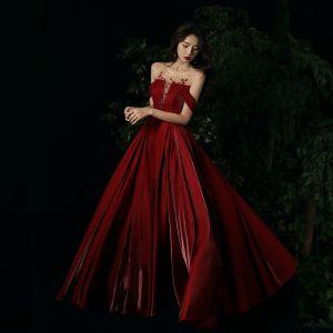 Piękne Burgund Sukienki Wieczorowe 2020 Princessa Wycięciem Rhinestone Bez Rękawów Bez Pleców Długie Sukienki Wizytowe