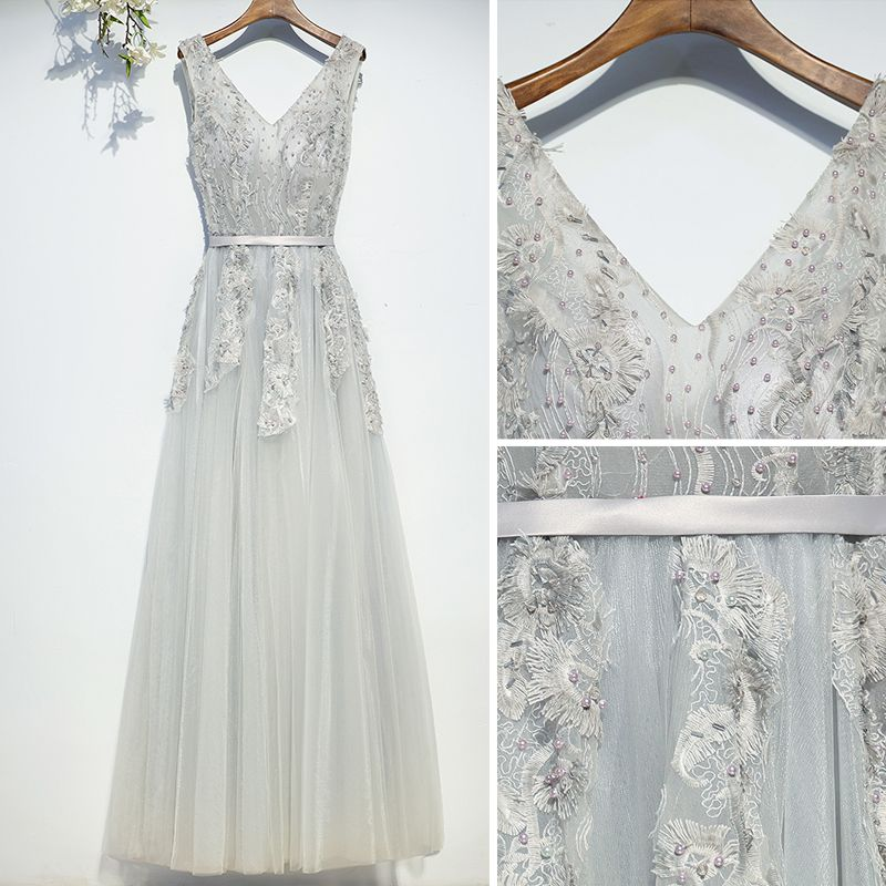 Chic / Beautiful Silver Bridesmaid Dresses 2017 A-Line / Princess Tea-length Lace Appliques Flower Pearl Crossed Straps V-Neck Sleeveless Bridesmaid