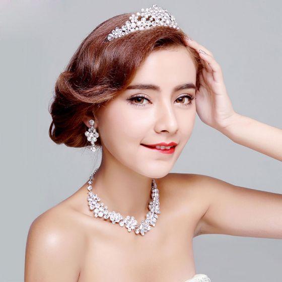 Brud Har Smycken Diamantorhangen Glansande Halsband Tredelade Bröllopsklänning Tillbehör