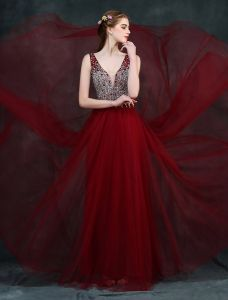 Prickelnde Ballkleider 2016 V-ausschnitt Sicken Kristall Strass Und Perlen Rückenfrei Burgunder Kleid A-line