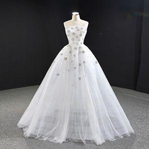 Luksusowe Białe ślubna Suknie Ślubne 2020 Suknia Balowa Bez Ramiączek Bez Rękawów Bez Pleców Wykonany Ręcznie Frezowanie Trenem Sweep Wzburzyć