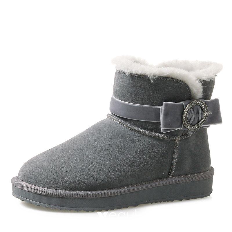 Stiefel in Grau für Frauen. Damenmode in Grau bei