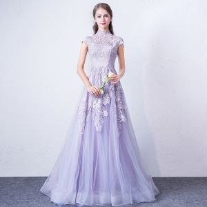 Elegante Lavendel Abendkleider 2018 A Linie Stehkragen Ärmel Applikationen Mit Spitze Sweep / Pinsel Zug Rüschen Festliche Kleider