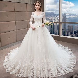 Snygga / Fina Vita Bröllopsklänningar 2018 Prinsessa V-Hals Pierced Långärmad Halterneck Appliqués Spets Beading Ruffle Cathedral Train