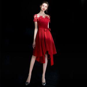 Moderne / Mode Rouge Courte de retour Robe De Graduation 2018 Princesse U-Cou Charmeuse Appliques Dos Nu Perlage Robe De Ceremonie