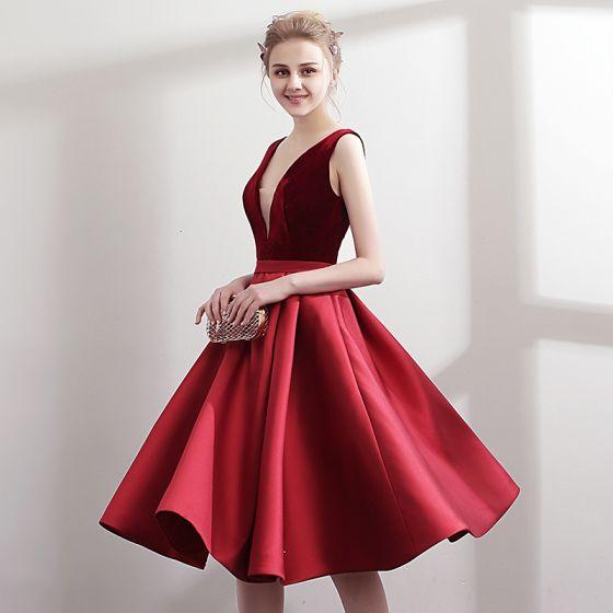 Proste / Simple Burgund Czerwone Strona Sukienka 2018 Princessa V-Szyja Bez Rękawów Szarfa Długość do kolan Wzburzyć Bez Pleców Sukienki Wizytowe