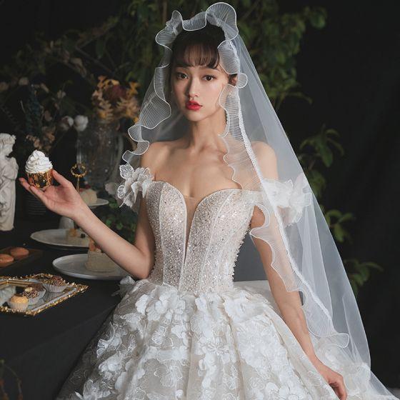 Romantisk Champagne Brud Bröllopsklänningar 2020 Balklänning Av Axeln Korta ärm Halterneck Appliqués Spets Blomma Beading Glittriga / Glitter Tyll Royal Train