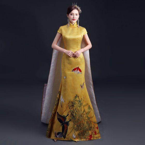 Chinesischer Stil Gelb Cheongsam 2021 Meerjungfrau Stehkragen Kurze Ärmel Schmetterling Drucken Watteau-falte Festliche Kleider