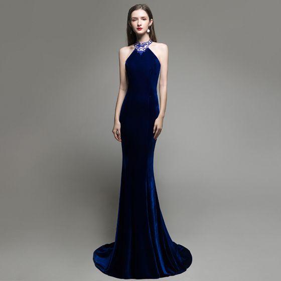Seksowne Jednolity kolor Królewski Niebieski Zamszowe Sukienki Wieczorowe 2020 Syrena / Rozkloszowane Posiadacz Frezowanie Rhinestone Bez Rękawów Bez Pleców Trenem Sweep Sukienki Wizytowe
