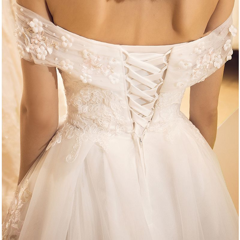 Stunning White Wedding Dresses 2018 A-Line / Princess Off-The-Shoulder Short Sleeve Appliques Lace Flower Crossed Straps Ruffle Tulle Chapel Train