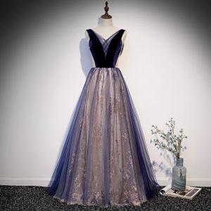 Schöne Königliches Blau Durchsichtige Ballkleider 2020 A Linie V-Ausschnitt Ärmellos Glanz Tülle Lange Rüschen Rückenfreies Festliche Kleider
