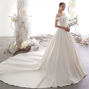 Modest / Simple Ivory Satin Wedding Dresses 2019 A-Line / Princess Off-The-Shoulder Short Sleeve Flower Backless Cathedral Train Ruffle