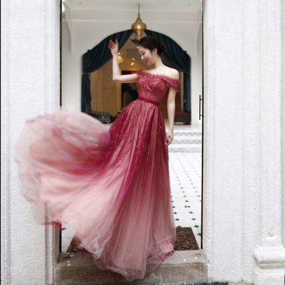 Eleganckie Czerwone Taniec Sukienki Na Bal 2020 Princessa Przy Ramieniu Kótkie Rękawy Szarfa Frezowanie Długie Wzburzyć Bez Pleców Sukienki Wizytowe