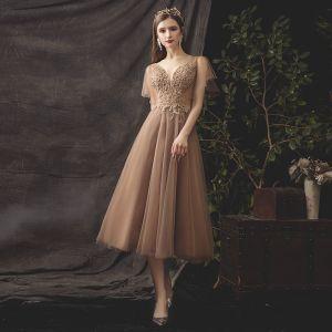 Chic / Belle Kaki de retour Robe De Graduation 2019 Princesse V-Cou Perlage Paillettes En Dentelle Fleur Manches Courtes Dos Nu Thé Longueur Robe De Ceremonie
