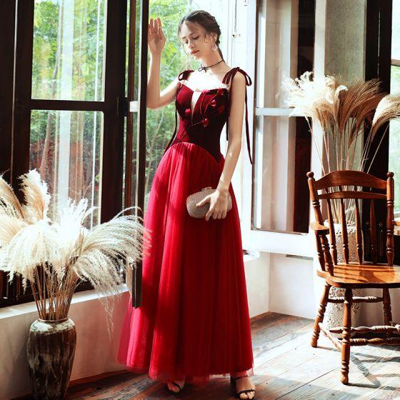Elegante Rot Wildleder Abendkleider 2020 A Linie Spaghettiträger Durchsichtige Tiefer V-Ausschnitt Ärmellos Applikationen Blumen Perlenstickerei Lange Rüschen Rückenfreies Festliche Kleider