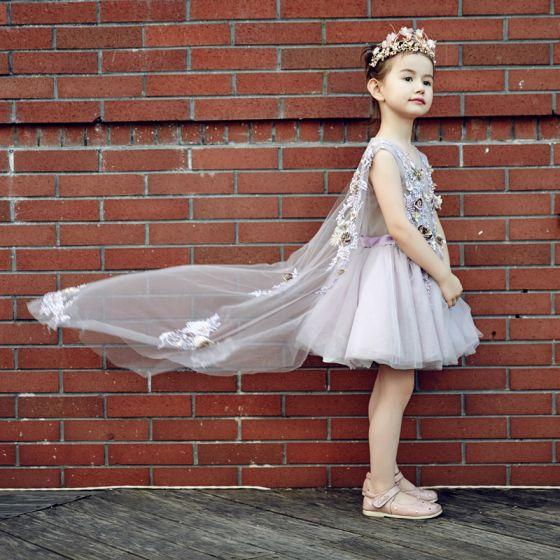 Schöne Kirche Kleider Für Hochzeit 2017 Mädchenkleider Lila Ballkleid Sweep / Pinsel Zug V-Ausschnitt Ärmellos Blumen Applikationen Perle