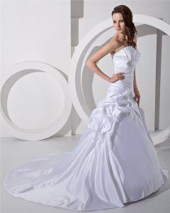 La Princesa Del Satén Ruffle Catedral Un Vestido De Novia Vestidos De Novia De Línea