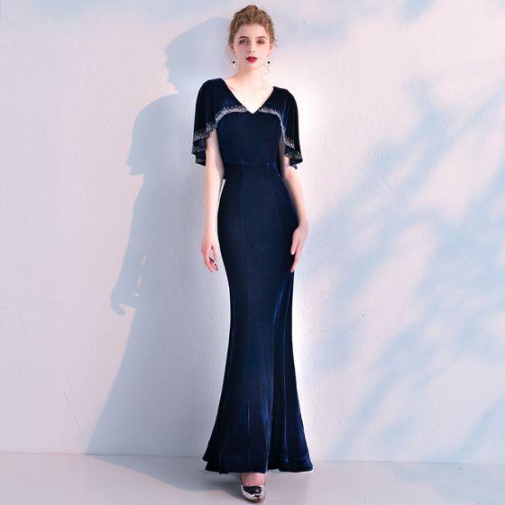 Elegantes Marino Oscuro Suede Vestidos de noche Con Chal 2019 Trumpet / Mermaid V-Cuello Rhinestone La altura del tobillo Ruffle Vestidos Formales