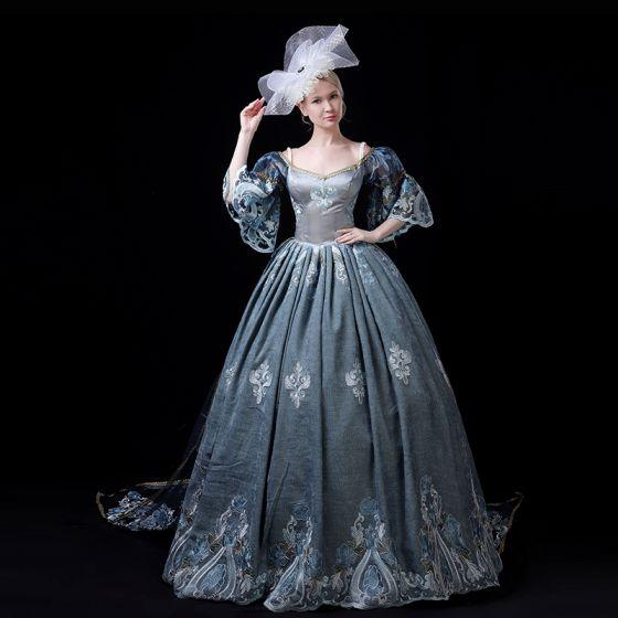 Vintage Medieval Azul Tinta Ball Gown Vestidos de gala 2021 V-Cuello 1/2 Ærmer Encaje 3D Apliques Bordado Hecho a mano Cosplay Colas De La Corte Gala Vestidos Formales