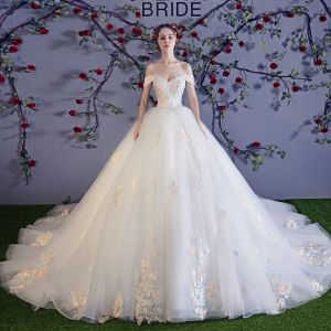 Stunning White Wedding Dresses 2018 Ball Gown Off-The-Shoulder Short Sleeve Appliques Backless Lace Pearl Sequins Ruffle Royal Train