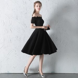 Modest / Simple Black Graduation Dresses 2018 A-Line / Princess Off-The-Shoulder Short Sleeve Backless Knee-Length Formal Dresses