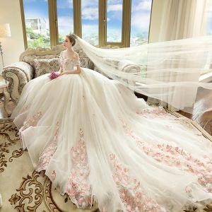 Schöne Ivory / Creme Brautkleider 2018 Ballkleid Off Shoulder Kurze Ärmel Rückenfreies Rosa Applikationen Mit Spitze Kathedrale Schleppe Rüschen
