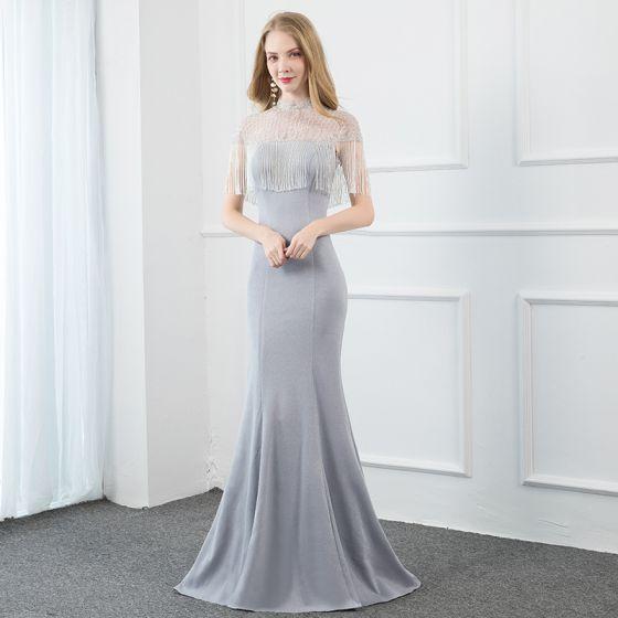 Eleganckie Srebrny Szary Sukienki Wieczorowe 2020 Syrena / Rozkloszowane Wysokiej Szyi Frezowanie Kutas Kótkie Rękawy Bez Pleców Trenem Sweep Sukienki Wizytowe