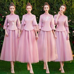 Chinesischer Stil Pink Brautjungfernkleider 2019 A Linie Stehkragen 3/4 Ärmel Stickerei Quaste Wadenlang Rüschen Kleider Für Hochzeit