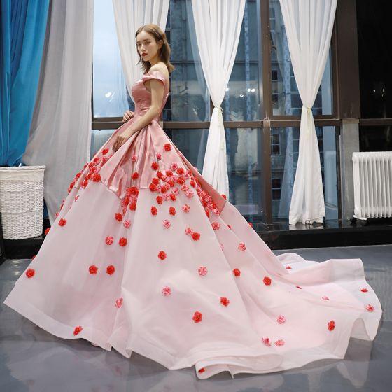 Hada de las flores Rosa Clara Alfombra roja Vestidos de noche 2020 Ball Gown Fuera Del Hombro Manga Corta Apliques Flor Colas De La Corte Ruffle Sin Espalda Vestidos Formales