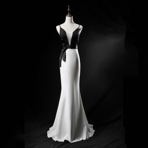 Sexy Black White Evening Dresses  2019 Trumpet / Mermaid See-through Deep V-Neck Sleeveless Sweep Train Ruffle Backless Formal Dresses