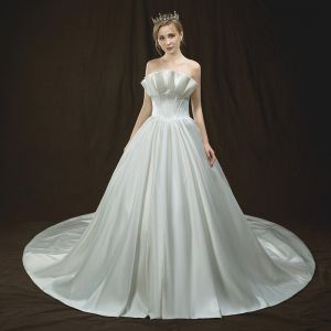 Modest / Simple Ivory Wedding Dresses 2018 A-Line / Princess Strapless Sleeveless Backless Ruffle Royal Train