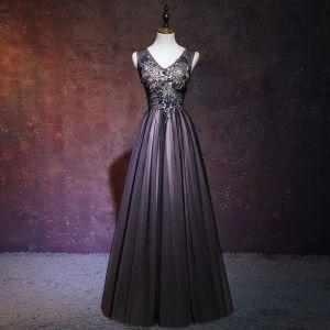 Elegante Schwarz Abendkleider 2018 A Linie V-Ausschnitt Ärmellos Applikationen Mit Spitze Perlenstickerei Lange Rüschen Rückenfreies Festliche Kleider