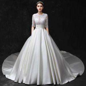 Enkla Elfenben Bröllopsklänningar 2017 Urringning 1/2 ärm Axlar Beading Satin Bröllop Halterneck Balklänning Cathedral Train