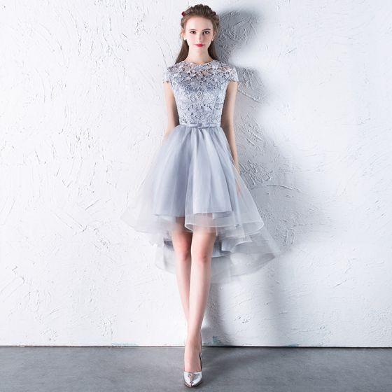 Affordable Hall Formal Dresses 2017 Graduation Dresses Silver Asymmetrical A-Line / Princess Bow Sash Cascading Ruffles Scoop Neck Short Sleeve Lace Appliques