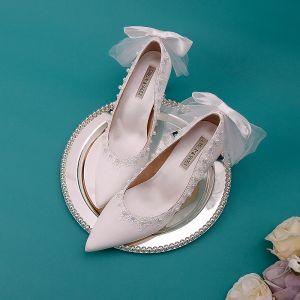 Elegante Ivory / Creme Brautschuhe 2019 Leder Satin Spitze Perle Schleife 9 cm Stilettos Spitzschuh Hochzeit Pumps