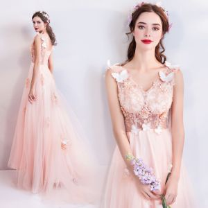Romantic Pearl Pink Evening Dresses  2019 A-Line / Princess V-Neck Sleeveless Butterfly Appliques Lace Pearl Beading Court Train Ruffle Backless Formal Dresses