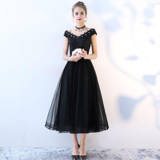 Chic / Belle Noir Robe De Graduation 2017 Princesse Dentelle Paillettes Noeud V-Cou Dos Nu Sans Manches Thé Longueur Robe De Ceremonie de retour