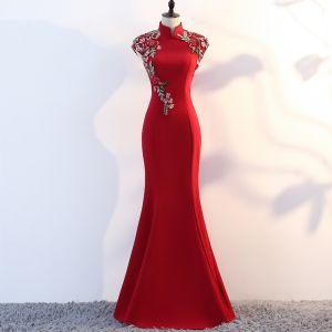 Piękne Burgund Sukienki Wieczorowe 2019 Syrena / Rozkloszowane Wysokiej Szyi Aplikacje Z Koronki Rhinestone Bez Rękawów Długie Sukienki Wizytowe