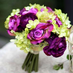 Le Bouquet D'hortensia Rose Mariée Tenant Des Fleurs Fleurs De Mariage