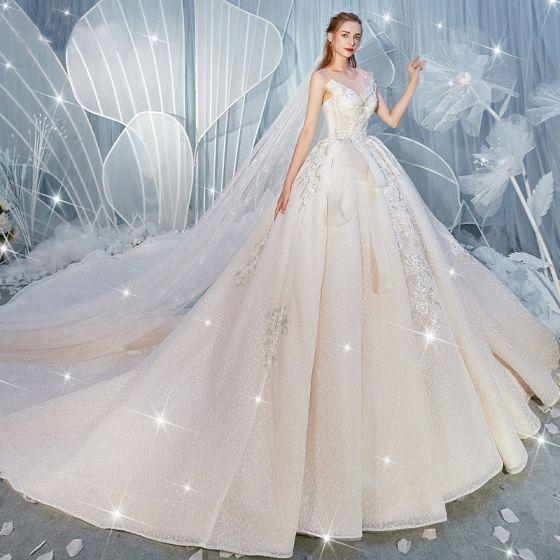 Fantastisk Champagne Bröllopsklänningar 2019 Balklänning Urringning Beading Paljetter Spets Blomma Ärmlös Halterneck Royal Train