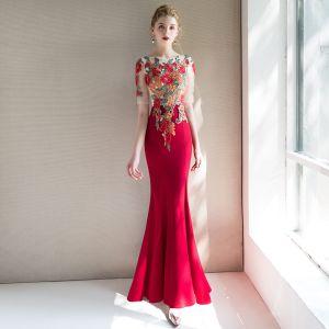 Style Chinois Rouge Transparentes Robe De Soirée 2019 Trompette / Sirène Encolure Dégagée Manches Courtes Brodé Fleur Longue Volants Robe De Ceremonie