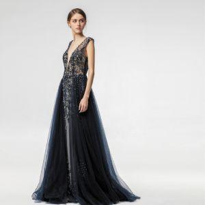 Sexy Illusion Bleu Marine Robe De Soirée 2019 Princesse Col v profond Sans Manches Fait main Perlage Train De Balayage Volants Dos Nu Robe De Ceremonie
