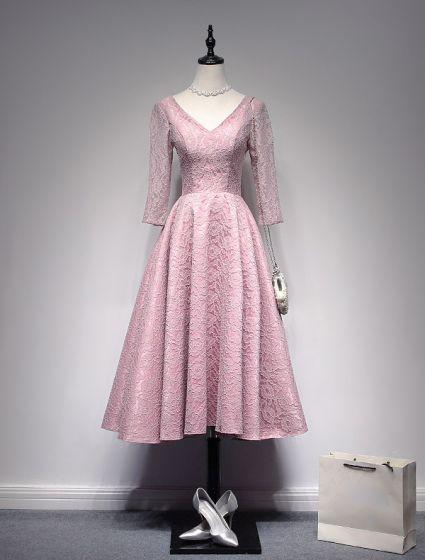 Schöne Abendkleider 2017 V-ausschnitt Rückenfreie Rosa Tee Länge Spitzenkleid
