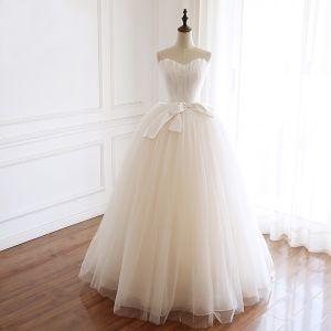 Schlicht Champagner Garten / Im Freien Brautkleider / Hochzeitskleider 2019 Ballkleid Herz-Ausschnitt Ärmellos Rückenfreies Satin Schleife Lange Rüschen