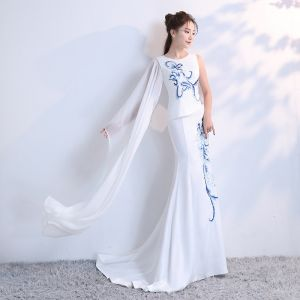 Luxury / Gorgeous Chinese style White Court Train Evening Dresses  2018 Trumpet / Mermaid U-Neck Charmeuse Embroidered Beading Rhinestone Evening Party Formal Dresses