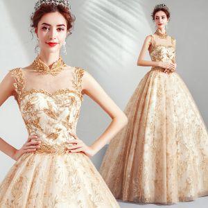 Elegante Gold Ballkleider 2019 A Linie Stehkragen Perlenstickerei Pailletten Spitze Blumen Ärmellos Rückenfreies Lange Festliche Kleider