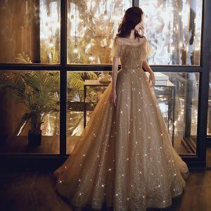 Elegante Gold Abendkleider 2020 A Linie Durchsichtige Rundhalsausschnitt Kurze Ärmel Perlenstickerei Glanz Tülle Sweep / Pinsel Zug Rüschen Rückenfreies Festliche Kleider