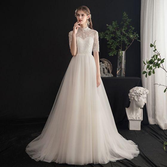 Snygga / Fina Champagne Bröllopsklänningar 2019 Prinsessa Hög Hals Beading Paljetter Pärla Spets Blomma Korta ärm Halterneck Svep Tåg