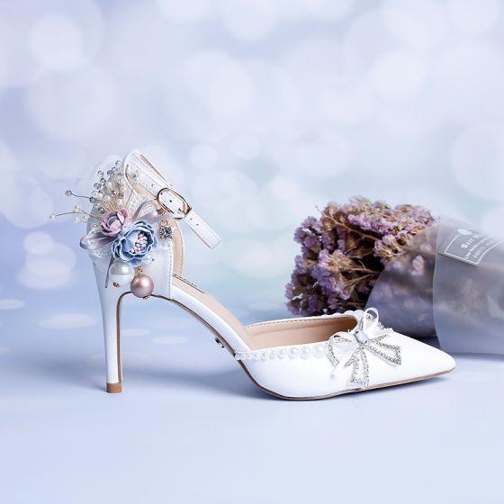 Elegant Hvit Brudesko 2020 Bryllup Ankelstropp Perle Rhinestone Sløyfe 9 cm Stiletthæler Spisse Sandaler