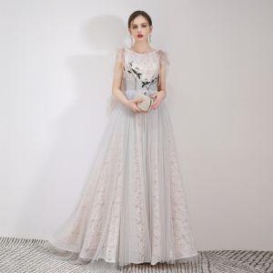 Najlepiej Szary Koronkowe Sukienki Wieczorowe 2019 Princessa Wycięciem Bez Rękawów Aplikacje Z Koronki Długie Wzburzyć Bez Pleców Sukienki Wizytowe